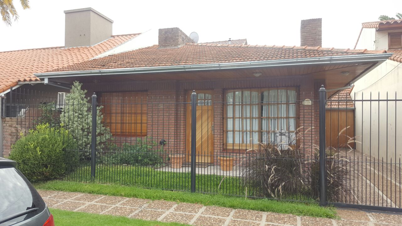 Oportunidad en barrio parque serodino for 40x36 garage